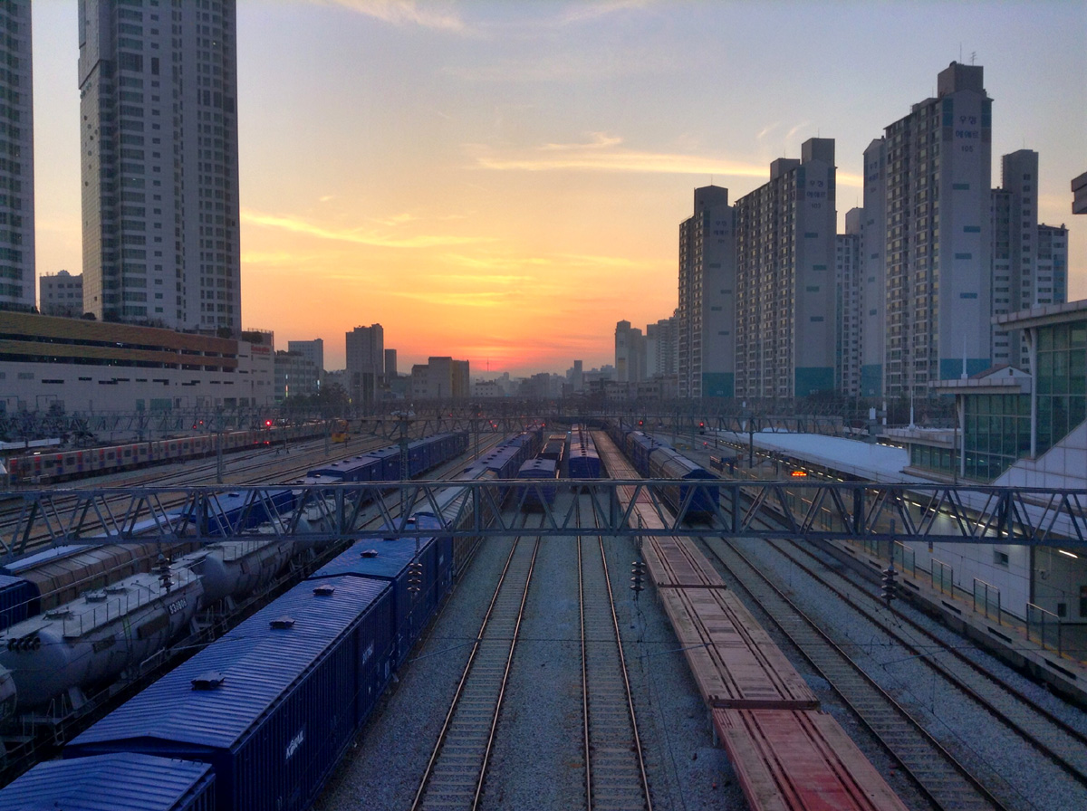 Sunset at Mangu station, you can even see Seoul Tower at the center