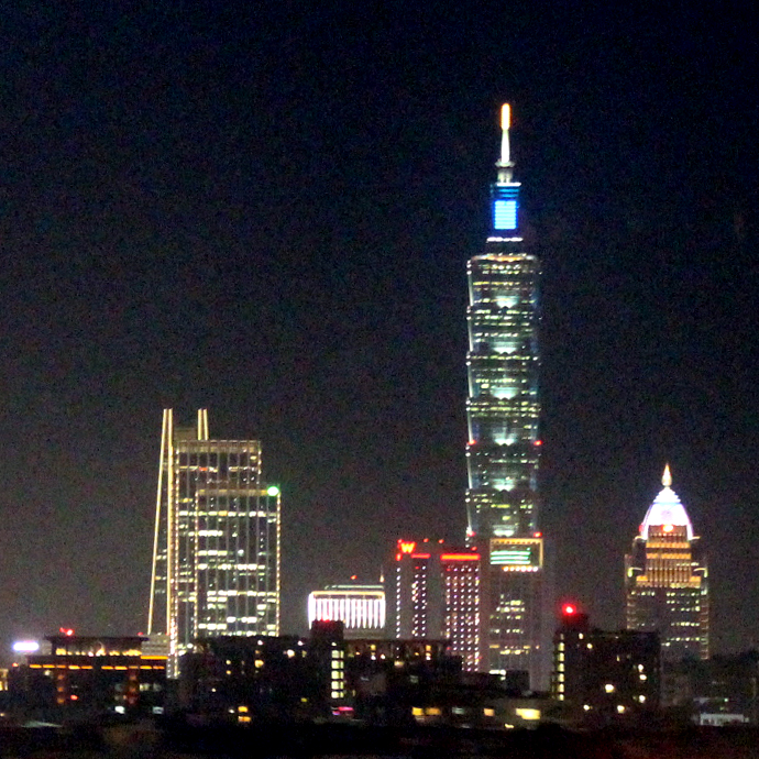 043 Taipei 101 from the bus ride home