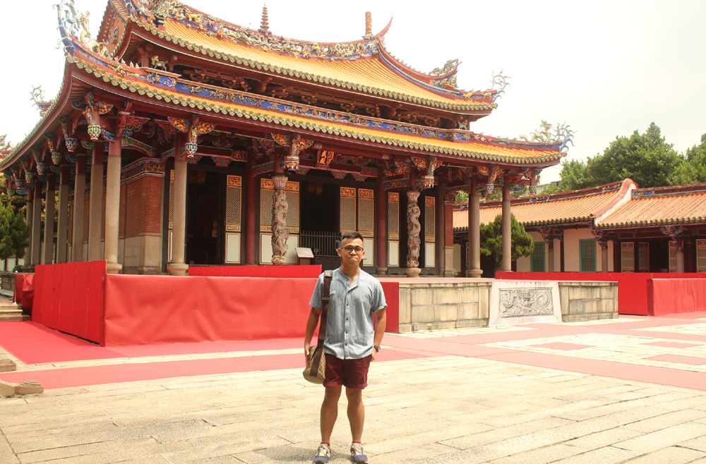 001 At Taipei Confucius Temple - Gucci Monogram Supreme Messenger Bag, Kenneth Cole Striped Shirt