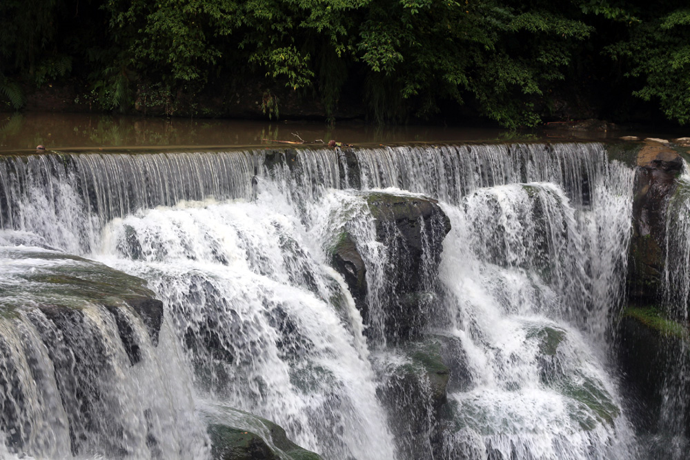 012 Shifen Waterfall in between the bars