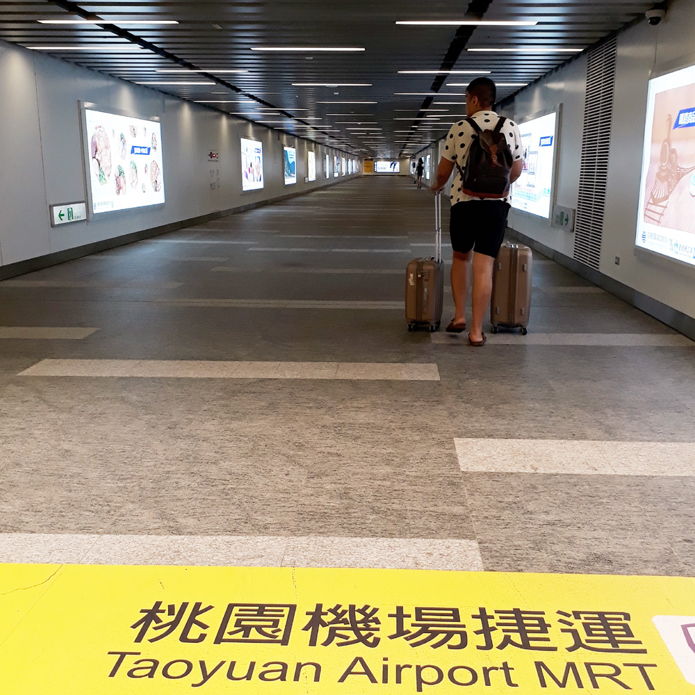 027 Rushing to Taoyuan Airport MRT